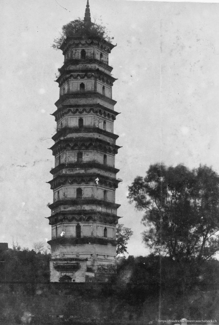 Pagode bei Tschingkiang / Zhenjiang (am Yangtse)