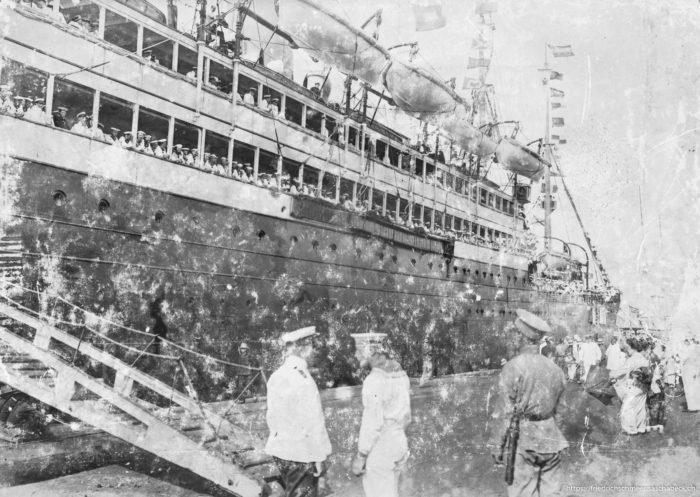 Patricia bei der Abfahrt 1914