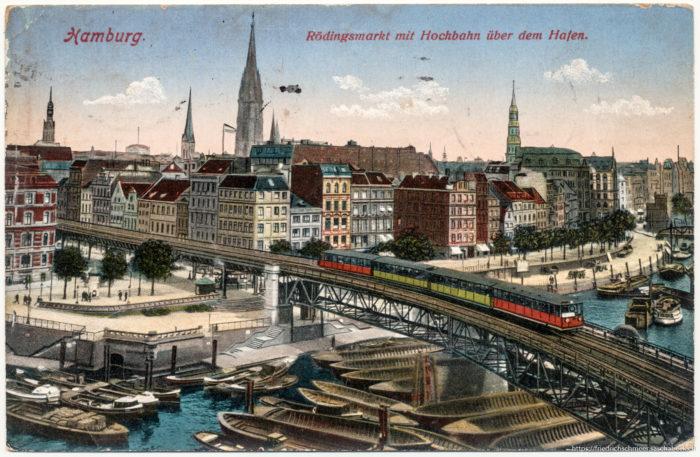 Hamburg - Rödingsmarkt mit Hochbahn über dem Hafen